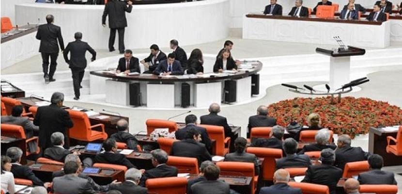 البرلمان التركي يتبنى مشروع قانون مثير للجدل حول الإنترنت