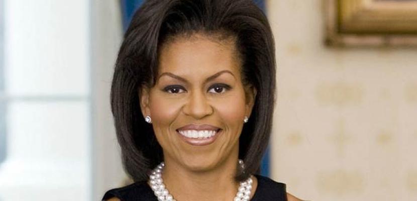 """ميشيل أوباما تحارب بدانة الأطفال مع """"عالم سمسم"""""""