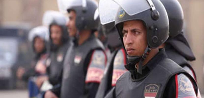 220 الف شرطى و500 مجموعة قتالية و200 تشكيل أمن مركزى لتأمين الاستفتاء