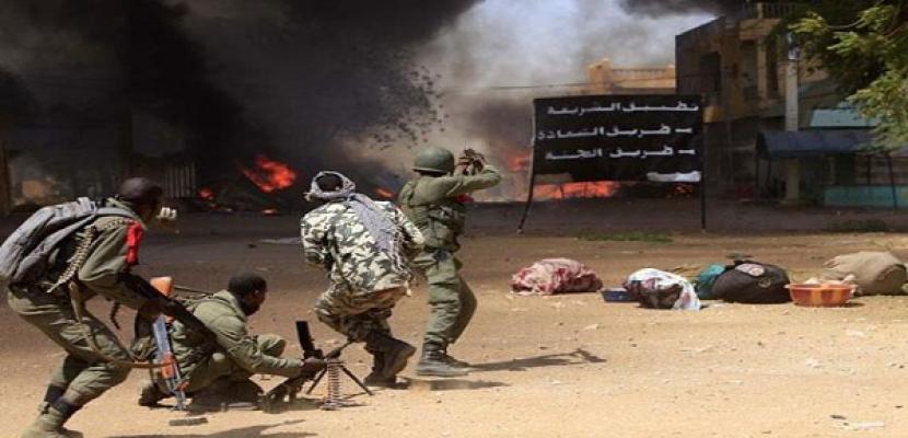 محتجون يشتبكون مع جنود الجيش بشمال مالي