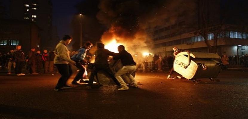 متظاهرون يحرقون مقر الرئاسة في سراييفو احتجاجاً على تردي الوضع الاقتصادي