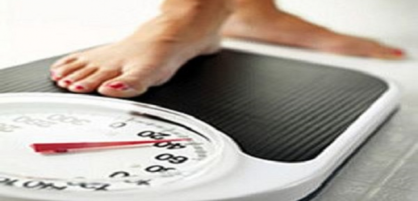 العطلات على الأبواب؟ دراسة تنصح بقياس الوزن يوميا للحفاظ على الرشاقة