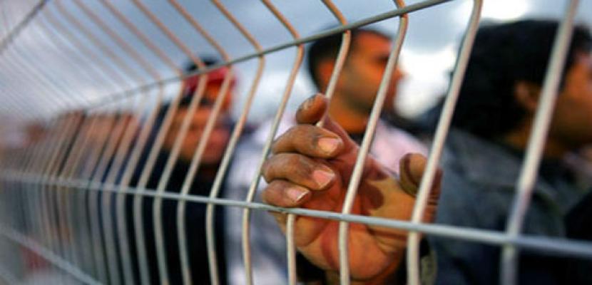 الأسرى الفلسطينيون يدخلون يومهم السابع في الإضراب عن الطعام بسجون الاحتلال