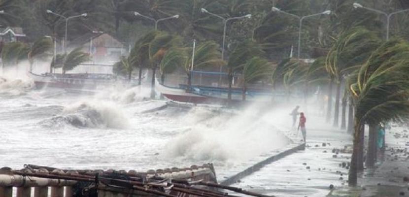 رياح عاصفة وأمطار غزيرة تجتاح شمال الفلبين مع اقتراب إعصار ضخم