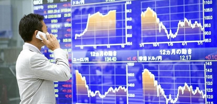 الأسهم اليابانية تنخفض مع ارتفاع الين