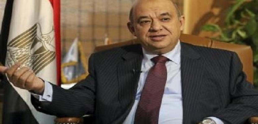 وزير السياحة يتدخل لحل أزمة المعتمرين في مطار القاهرة