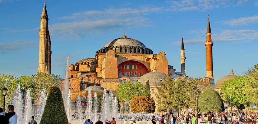 أيا صوفيا .. الكنيسة التى تحولت إلى مسجد وأصبحت متحفاَ