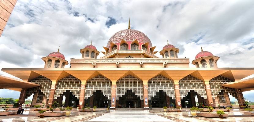 مسجد بوترا جايا الماليزى .. عنوان الفخامة و الروعة