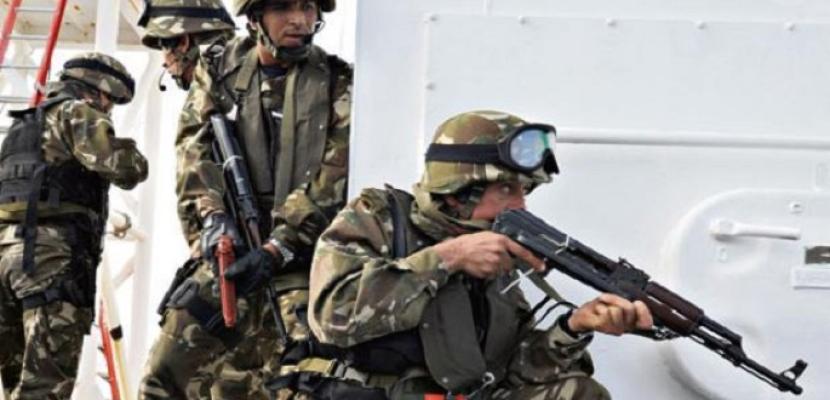 الجيش الجزائري يضبط مخبأ للأسلحة والذخيرة بولاية تمنراست جنوبي البلاد