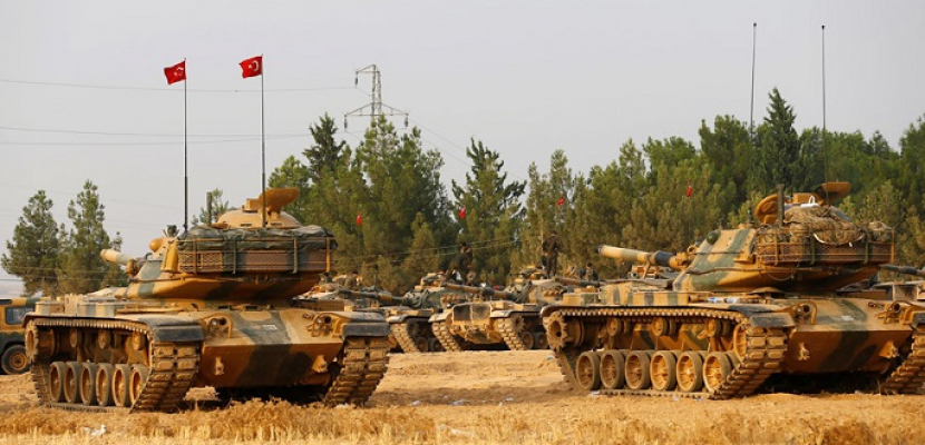 تركيا تعزز وجودها العسكري على الحدود السورية عند إدلب