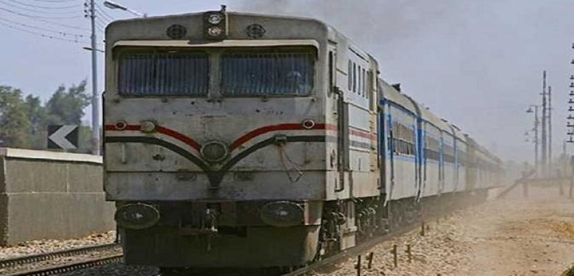 تأخر قطارين لتعطل سيارة نقل على مزلقان بخط القاهرة المناشى