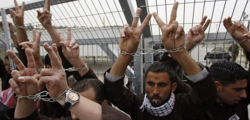 مؤسسات الأسرى الفلسطينيين: الاحتلال الإسرائيلي اعتقل 520 مواطنا