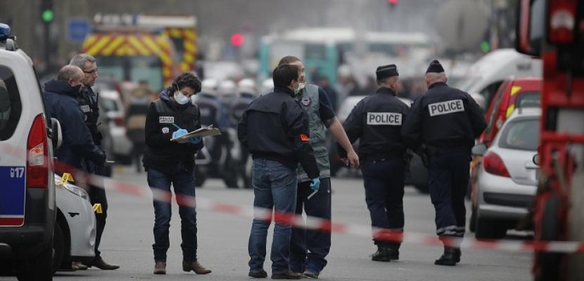 الشرطة الفرنسية تلاحق مشتبها به على علاقة بهجوم باريس