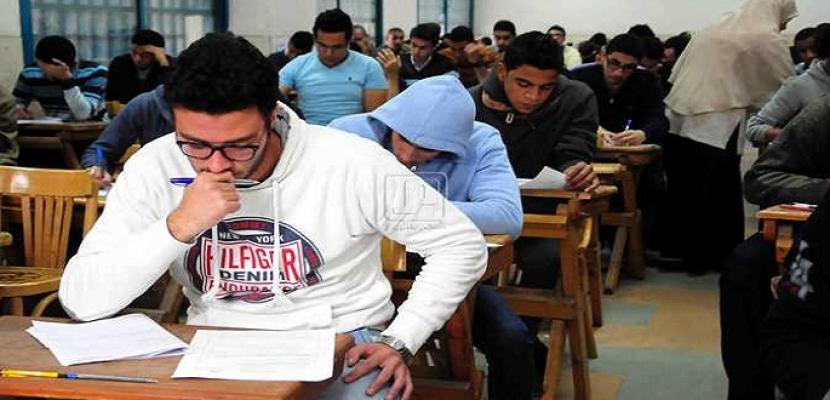 طلاب الثانوية العامة يبدأون امتحان اللغة العربية الدور ثانى