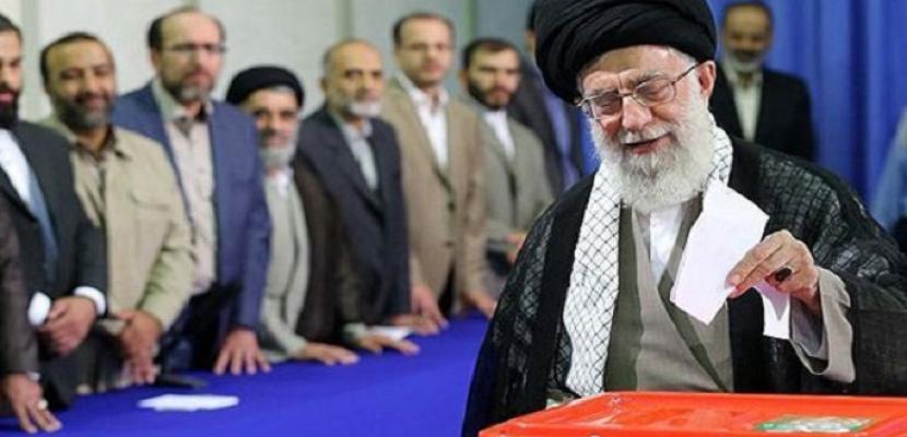 الإيرانيون يصطفون للتصويت في الانتخابات الرئاسية وسط منافسة قوية