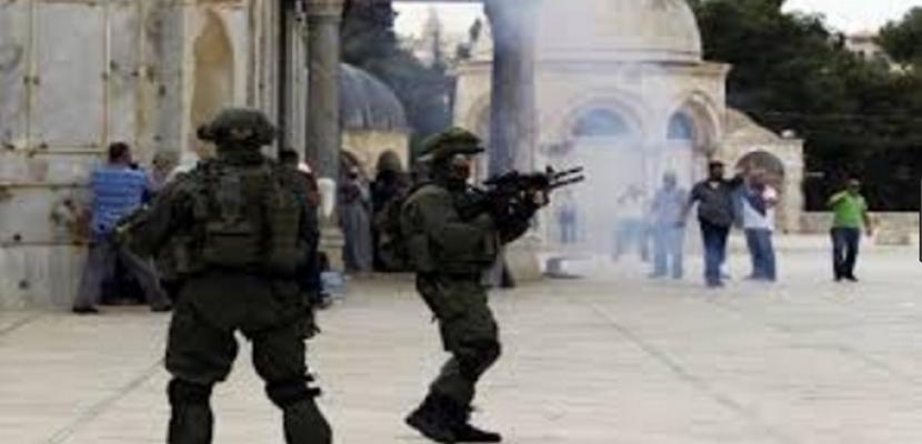 قوات الاحتلال تطلق الرصاص وقنابل الغاز تجاه الشبان الفلسطينيين بغزة