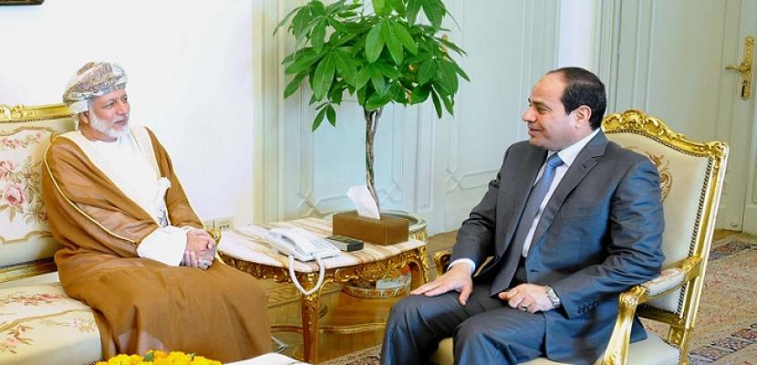 السلطان قابوس يبعث ببرقية تعزية للرئيس السيسي في ضحايا حادث القطارين