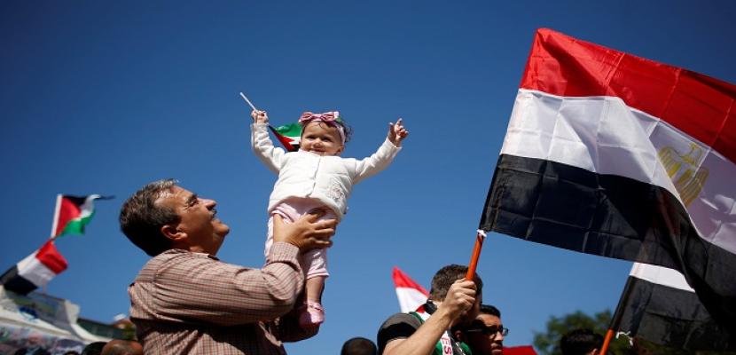 الأعلام المصرية تزين سماء غزة بعد نجاح المصالحة الفلسطينية