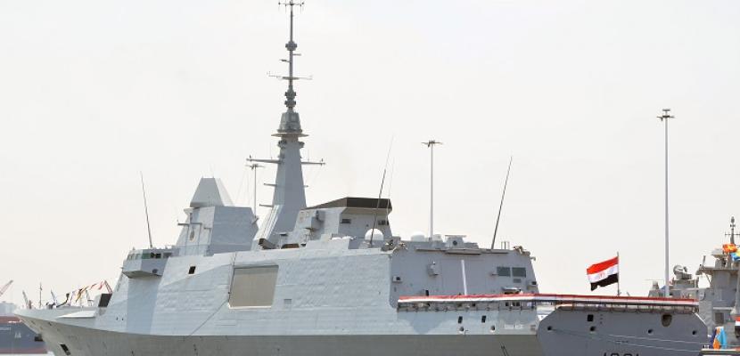 """وصول الفرقاطة """"الفاتح"""" والغواصة """"42"""" إلى قاعدة الإسكندرية البحرية"""