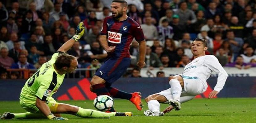 ريال مدريد يهزم إيبار بثلاثية في الدوري الأسباني