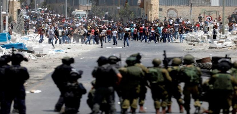 قوات الاحتلال تقمع مسيرة بلعين وتصيب عددًا من المشاركين بالاختناق
