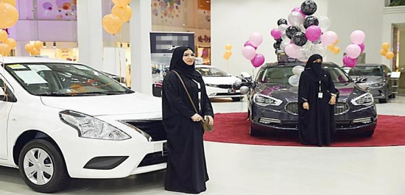 معرض سيارات للنساء فقط.. في جدة