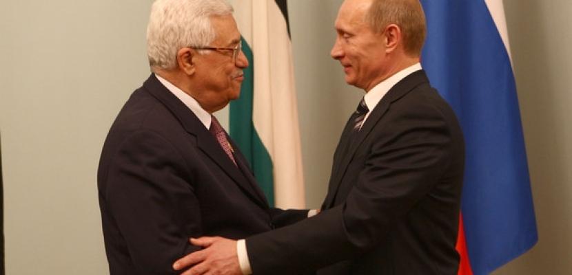 خلال لقائه الرئيس الروسي..عباس يجدد رفضه لأمريكا كوسيط وحيد في مفاوضات السلام