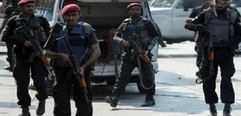 مقتل خمسة من طالبان وشرطي في مداهمة في باكستان