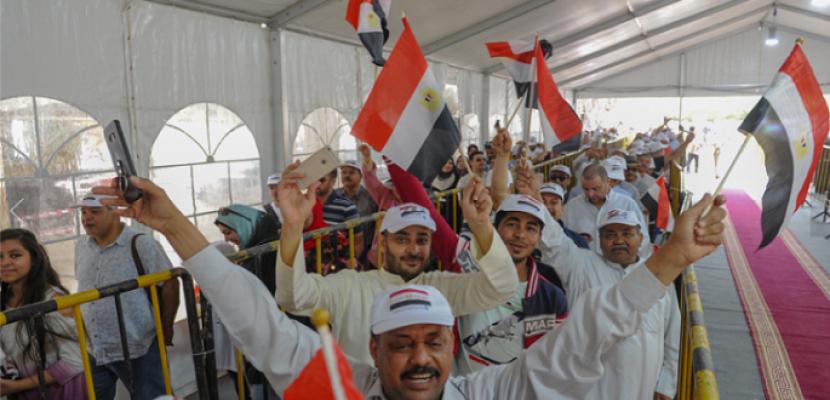 المصريون بالخارج يتوافدون على مقار السفارات والقنصليات فى ثانى ايام الاستفتاء على التعديلات الدستورية