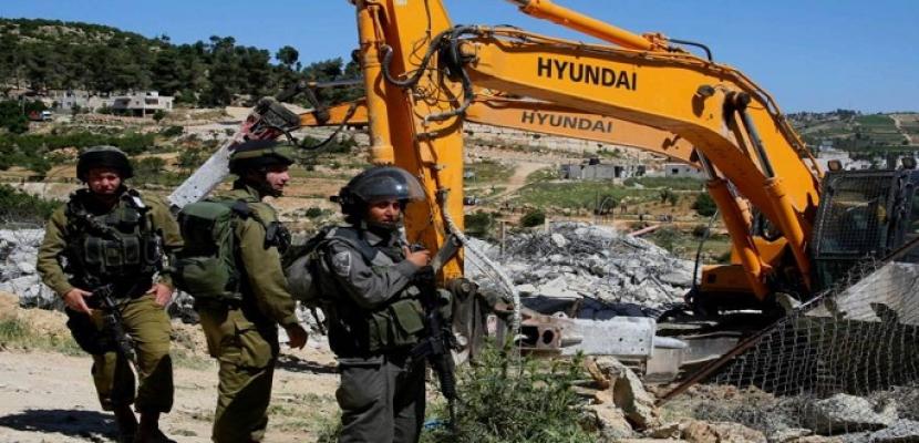 جرافات الاحتلال الإسرائيلي تتوغل جنوب وشمال قطاع غزة