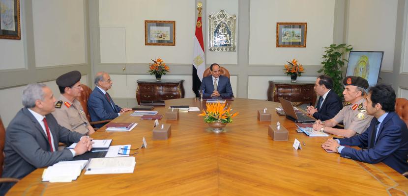 السيسى يستعرض استراتيجية تطوير المنشآت والشبكات الخاصة بقطاع البترول والغاز
