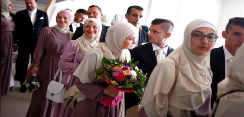 120 شابا وفتاة مسلمين يعقدون قرانهم في زواج جماعي في سراييفو