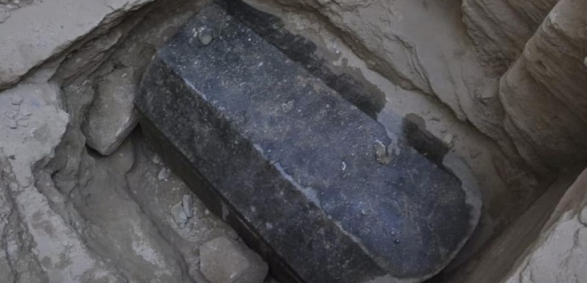 انتهاء استخراج ورفع أضخم تابوت أثري عثر عليه بالإسكندرية