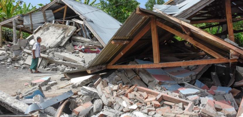 أكثر من 300 قتيل في زلزال اندونيسيا .. وهزة ارتدادية عنيفة