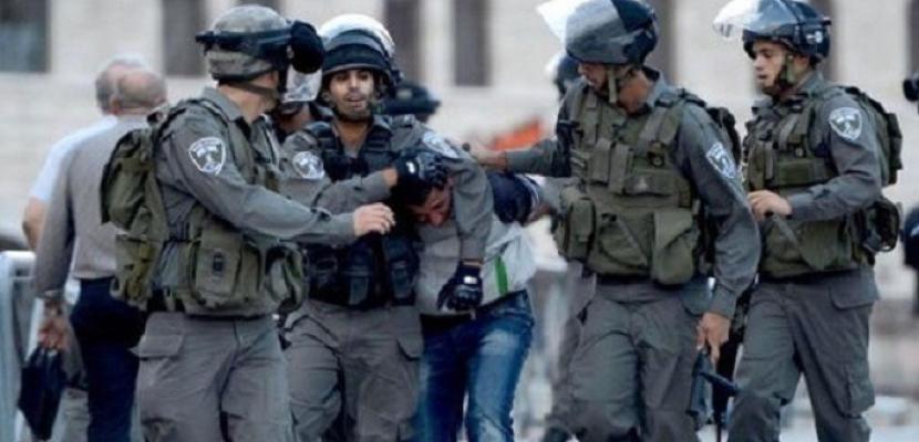 قوات الاحتلال تعتقل 13 مواطنا من الضفة الغربية