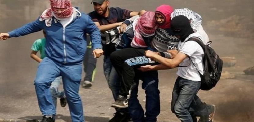 إصابة مواطن فلسطيني برصاص الاحتلال الإسرائيلي والعشرات بالاختناق شمال غزة