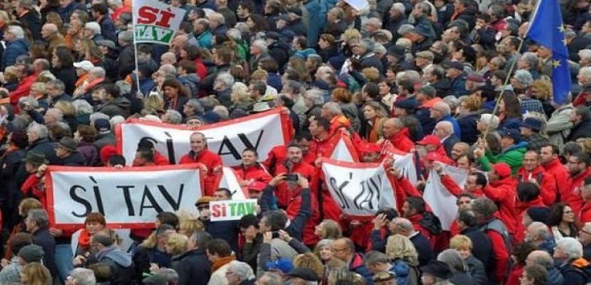 عشرات الآلاف يتظاهرون في تورينو تأييدا لمشروع خط للقطارات مع فرنسا