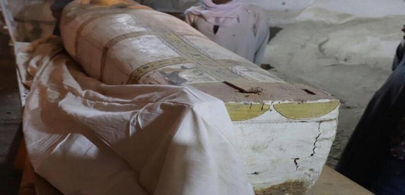 بالصور.. الآثار: العثور على لوحة وتابوت يعودان للأسرة الـ(18) بالعساسيف في الأقصر