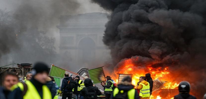 نيويورك تايمز: لهذا.. «السترات الصفراء» في فرنسا تختلف عن الآخرين