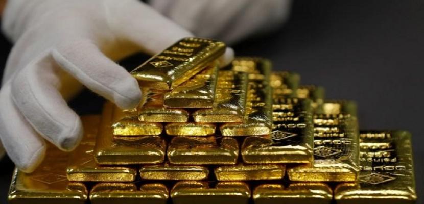 الذهب ينزل من أعلى مستوى في 3 أسابيع مع صعود الدولار