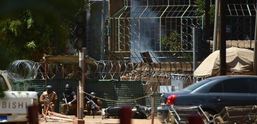 مصرع 12 مدنيا في هجوم شنه مسلحون على سوق تجاري ببوركينا فاسو