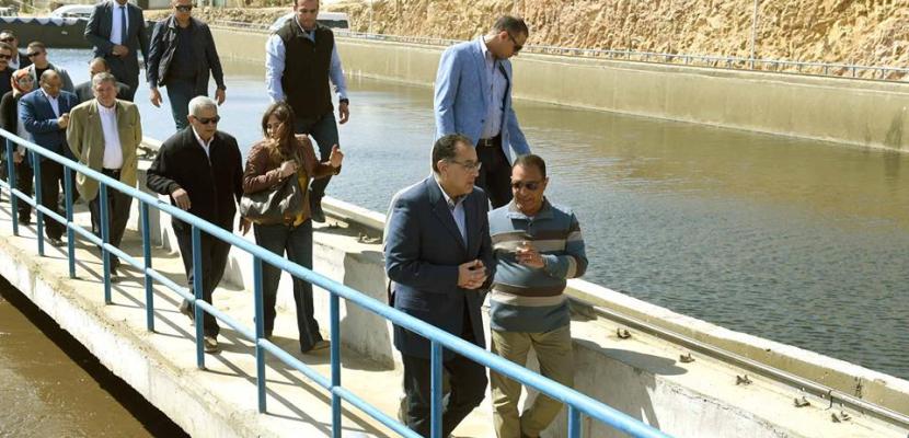 بالصور .. رئيس الوزراء يتفقد محطة المعالجة الثلاثية للصرف الصحي بكيما بأسوان