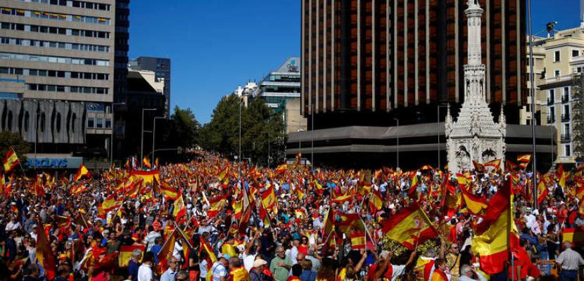 أنصار اليمين واليمين المتطرف الاسباني يتظاهرون ضد رئيس الحكومة
