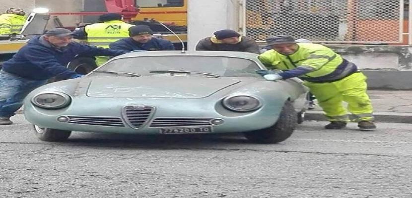 بيع سيارة قديمة فى مزاد علنى فى إيطاليا بعد اكتشافها فى قبو
