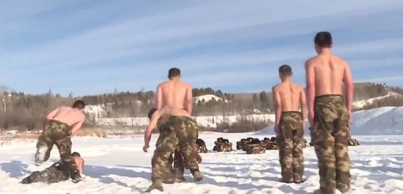 جنود صينيون يتدربون فى درجة حرارة 30 تحت الصفر بأجسام عارية