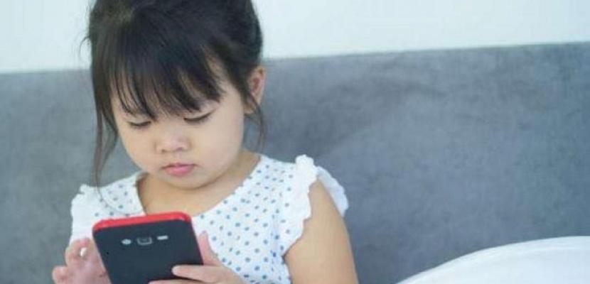 """""""الصحة العالمية"""" تحذّر من تأثير الدعاية عبر الإنترنت على الأطفال"""
