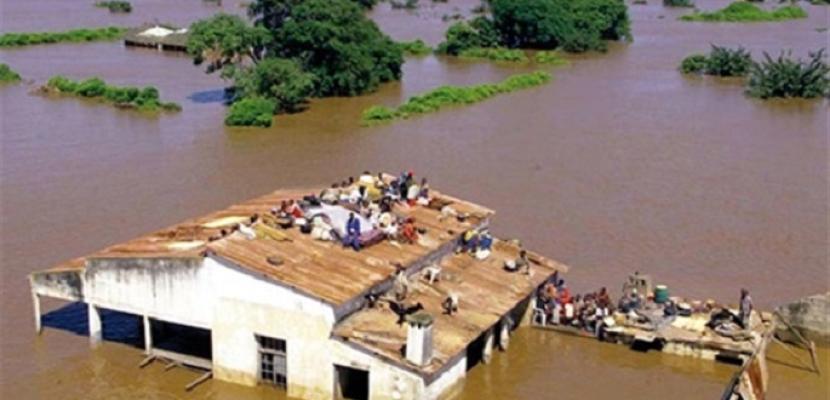 مصرع أكثر من 66 شخصًا ونزوح الآلاف جراء فيضانات عارمة تجتاح موزمبيق