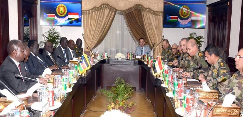 وزير الدفاع يلتقي مستشار رئيس جنوب السودان للشئون الأمنية