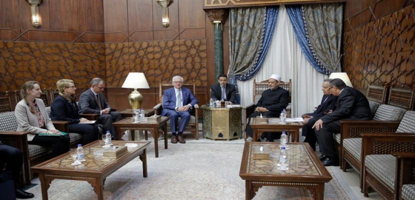 بالصور..وزير خارجية بولندا للإمام الأكبر: نقدر جهود الأزهر في تعزيز السلام في المنطقة والعالم