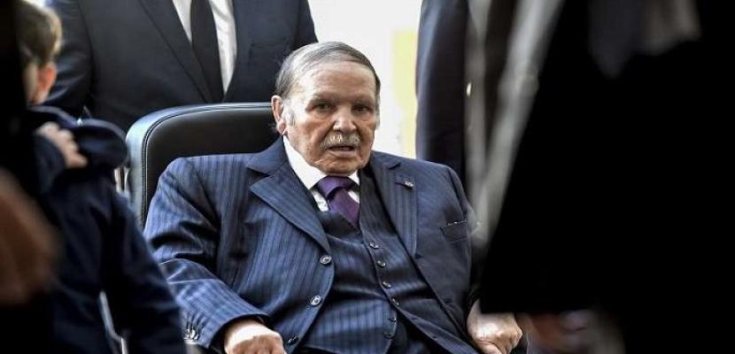 بوتفليقة .. من نضال التحرير إلى التخلى عن السلطة